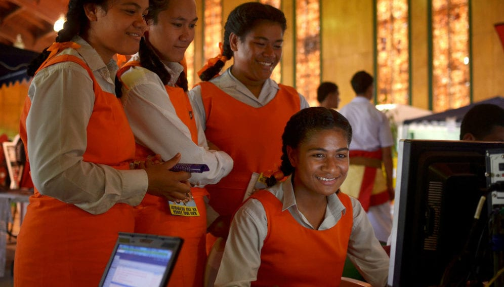 Computing in South Pacific_Flickr_Tom Perry_World Bank