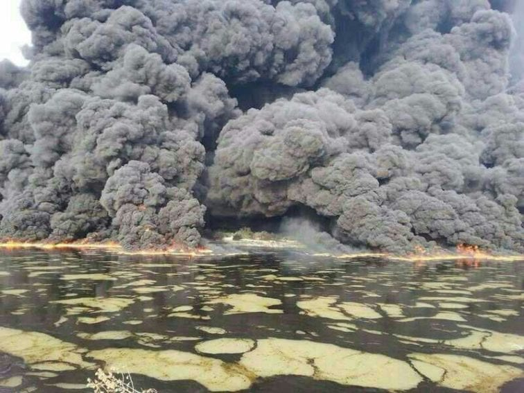 Oil spill on the surface of Tigris River from oil pipelines adjacent to the Baiji oil refineries, the largest refineries in Iraq