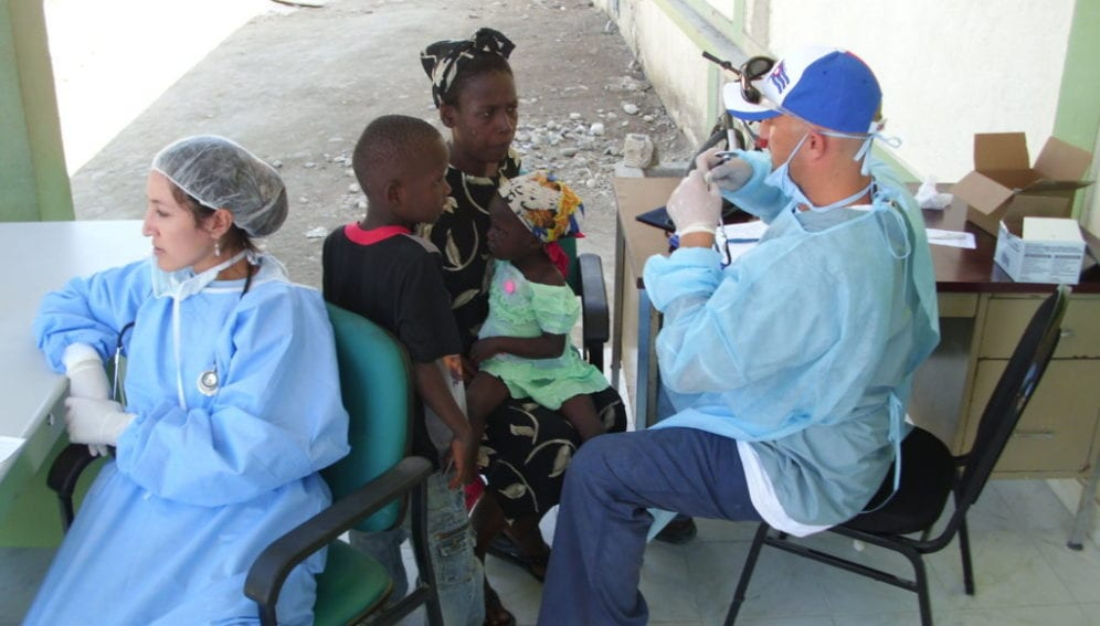 Cuban_aid_workers_set_up_health_centre_help_for_Haitians_Flickr_peoplesworld_thumb.jpg