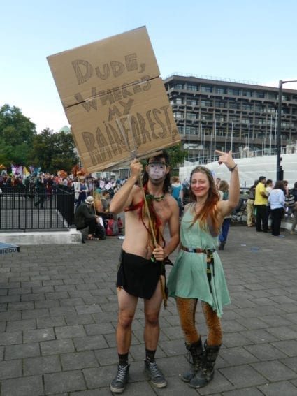 London. While setting out to attract the attention of the national government, marchers did not forget international issues such as environmental conservation.
