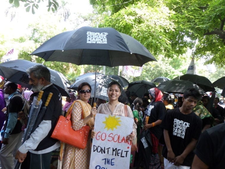 New Delhi. Peaceful marchers, some equipped with umbrellas, streamed into India's capital. Climate change brings with it erratic weather, so you never know…