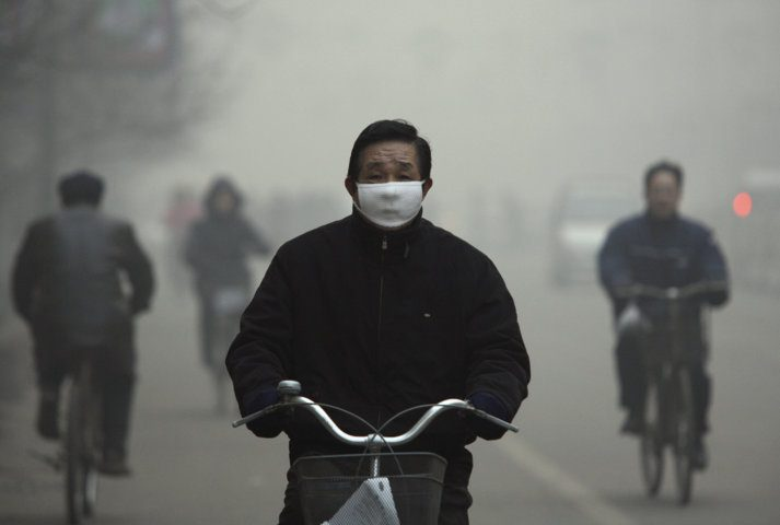 cyclist wears a face mask
