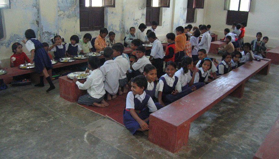 File source: http://commons.wikimedia.org/wiki/File:Children_at_a_rural_school_provided_with_lunch_Uttar_Pradesh_India.jpg