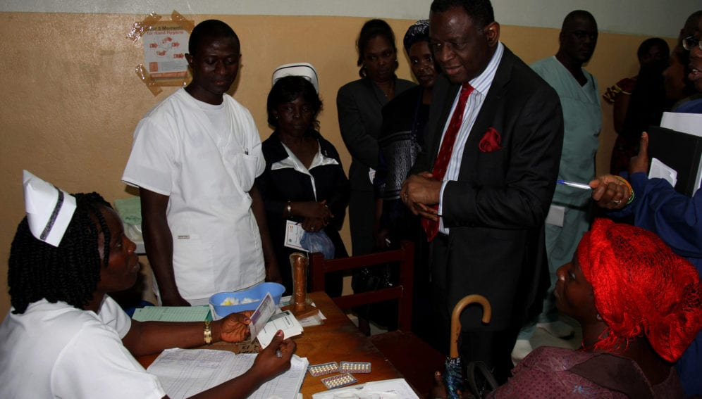 A nurse at Redemption Hospital explains the facility's options for family planning to UNFPA executive director Babatunde Osotimehin